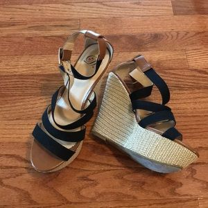 Shoes - Strap wedges
